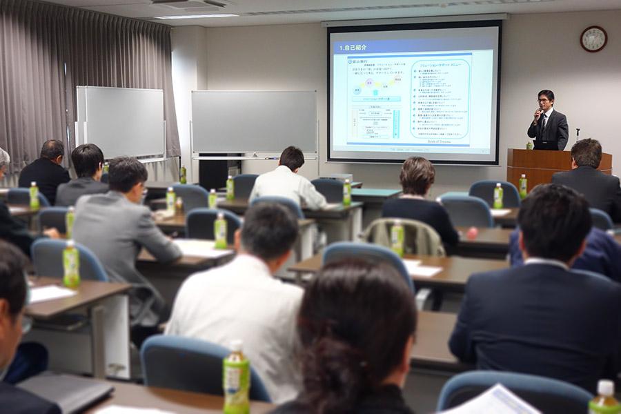 11/26 富山銀行 中小企業診断士による講演の様子